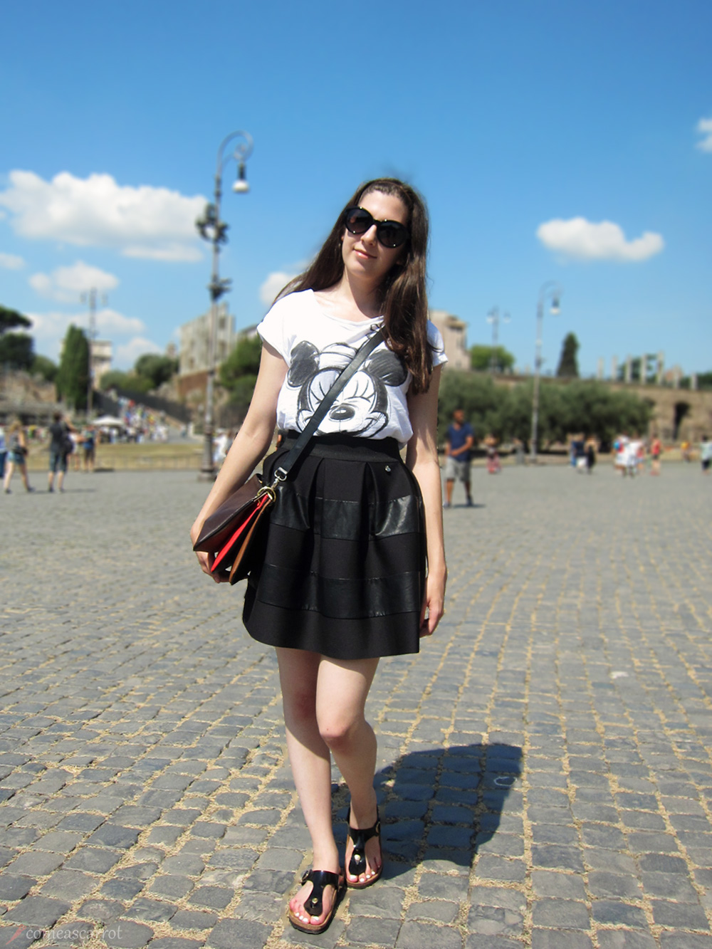 italy. rome, stripes, skirt, rinascimento, mickey mouse, moschino, outfit