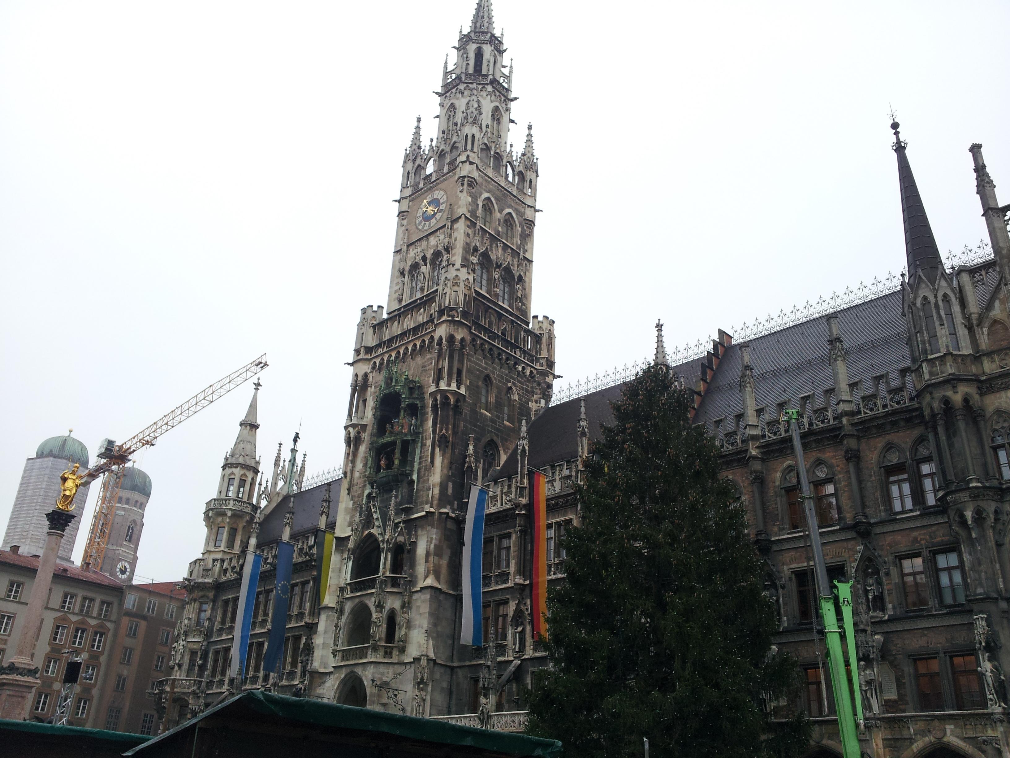 münchen, muc, marienplatz, mvv, neues rathaus, sehenswürdigkeit, bauwerk, weihnachtsbaum, weihnachtsmarkt