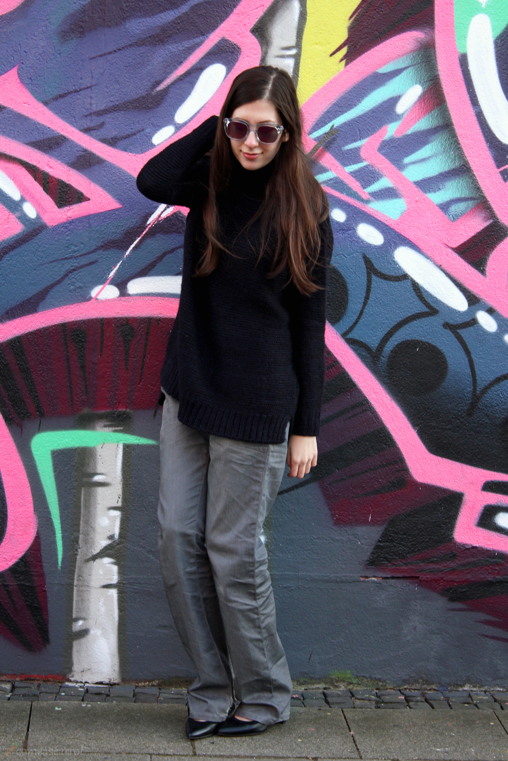 outfit, flared, jeans, grey, graffiti, pink, mirror, sunglasses, le specs, runaways