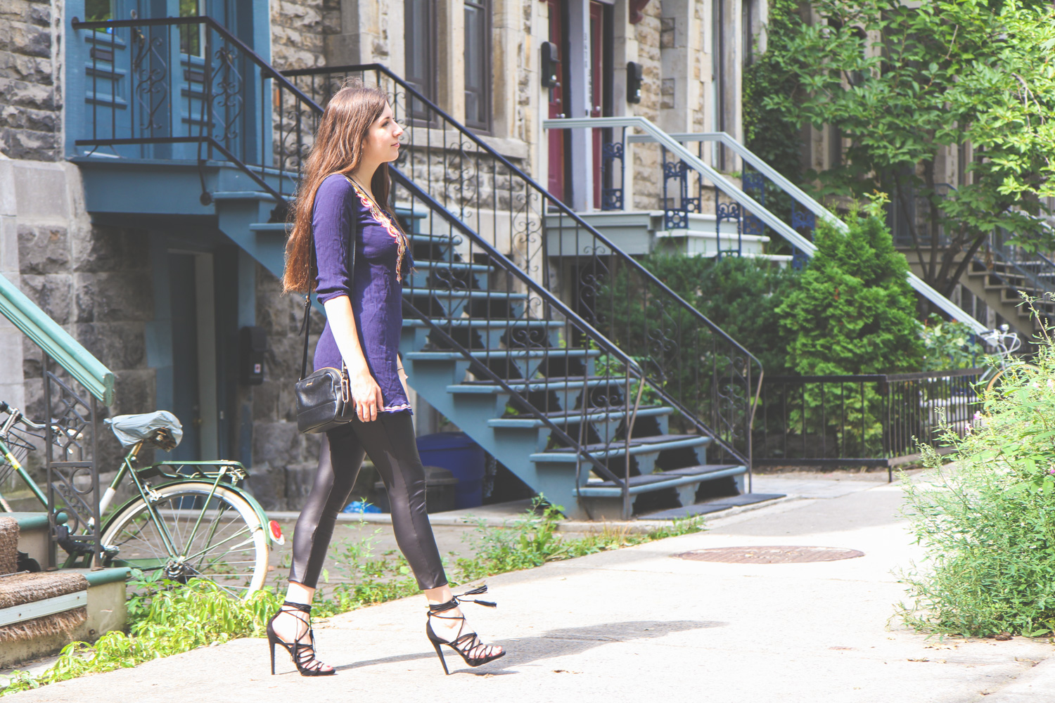 outfit, montreal, streetstyle, lace up, sandals, tunika, lederleggings, wie kombiniert man, fashion blog, justfab, kanada