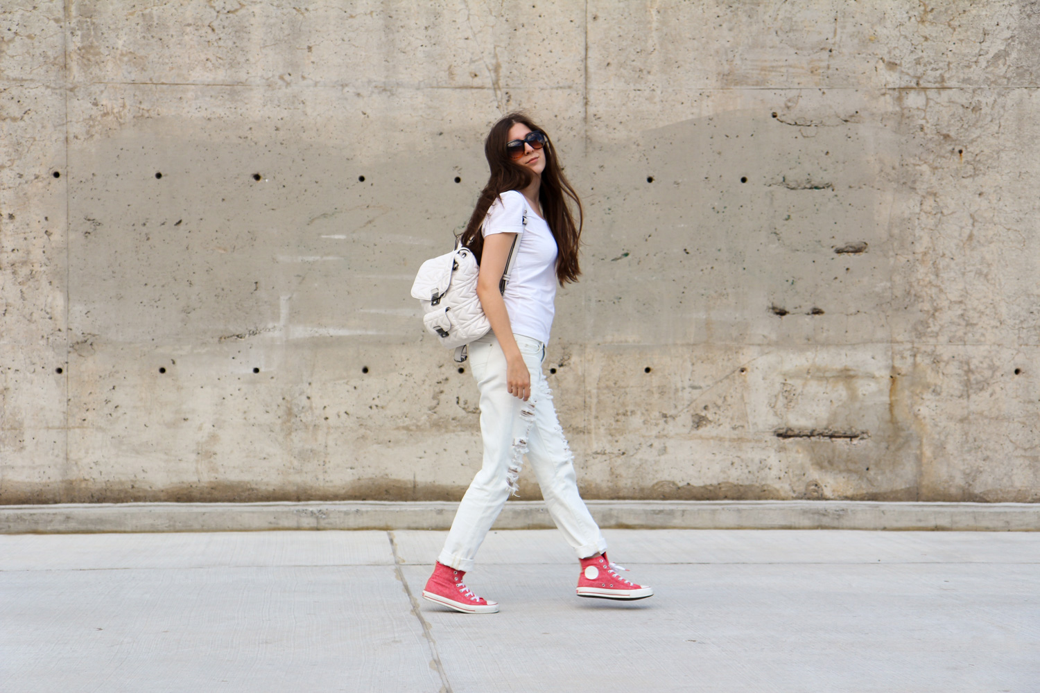 outfit, ripped, jeans, chucks, karl lagerfeld, white, travel, montreal