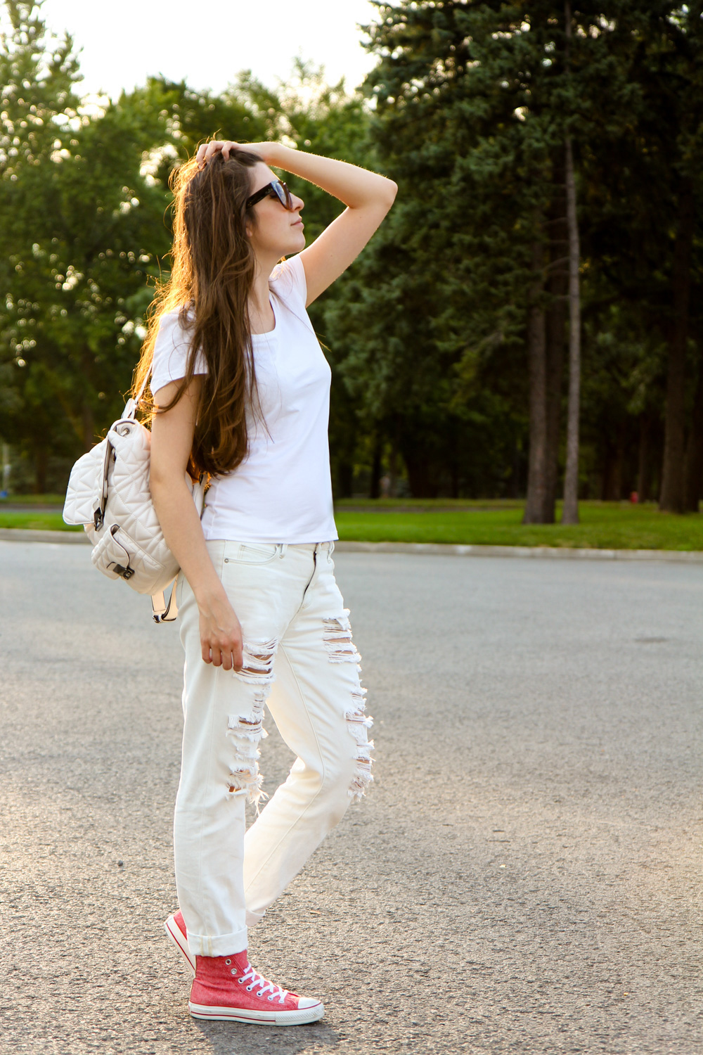 outfit_travel_montreal_ripped_jeans-38-4