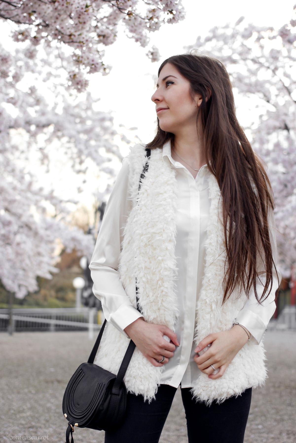 outfit, fake fur vest, white sneaker, reebok, classic, classics, chloe marcie, black, cherry blossom, kirschblueten, ruettenscheid